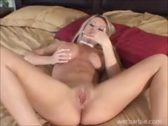 Busty blonde babe gives a demo on how to masturbate on webcam