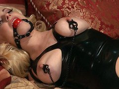 Bondage in Latex und Nylons