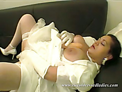 To Get A Orgasmen Fucks This Fat Bride Hang Boobs On A Sette