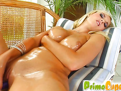 Natural pussy owner pleasures herself deep and thorough