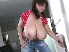 BIG TITTY PAINTER M.V