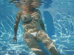 filming girlfriend topless in swimmingpool