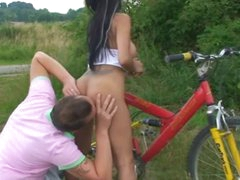Chick sucking and fucking outdoors before cumshot